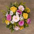 Serdeczne Życzenia: różowe i żółte róże