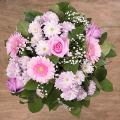Искренняя улыбка: герберы и розовые розы