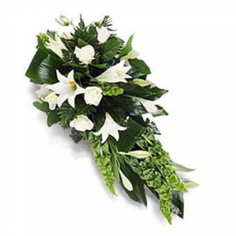 Weißes Begräbnisarrangement