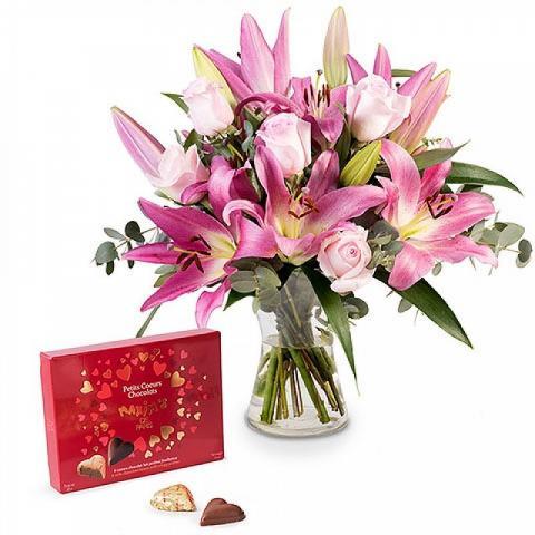 Różowe Róże, Lilie i Czekoladki