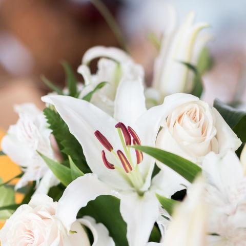 White Touch: Lilies and Roses