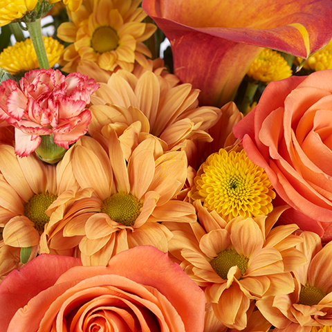 Оранжевый рассвет: розы и калла
