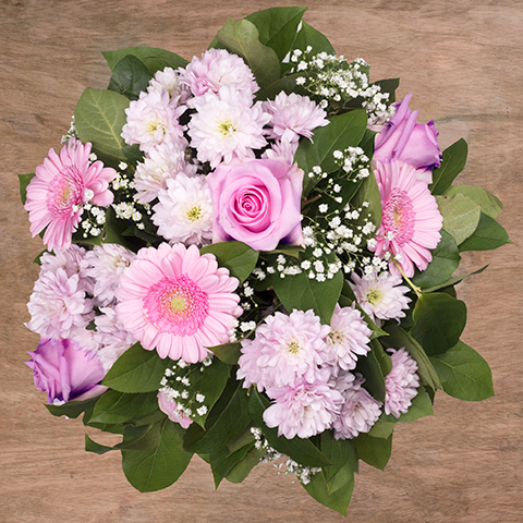 Aufrichtiges Lächeln: Pinke Rosen und Gerbera