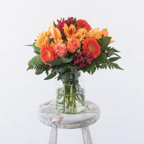 Персиковый аромат: лили и розы